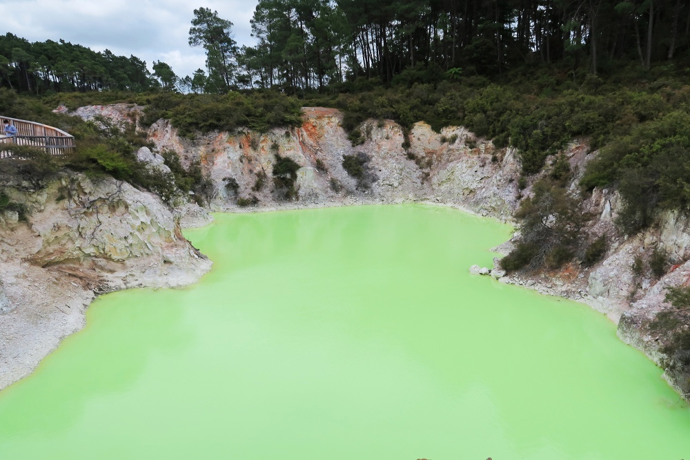 devils-bath-new-zealand-north-island-waiotapu-geothermal-wonderland