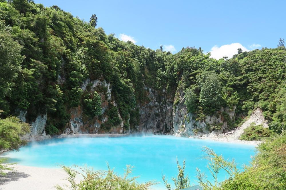 inferno-crater-waimangu-volcanic-rift-valley