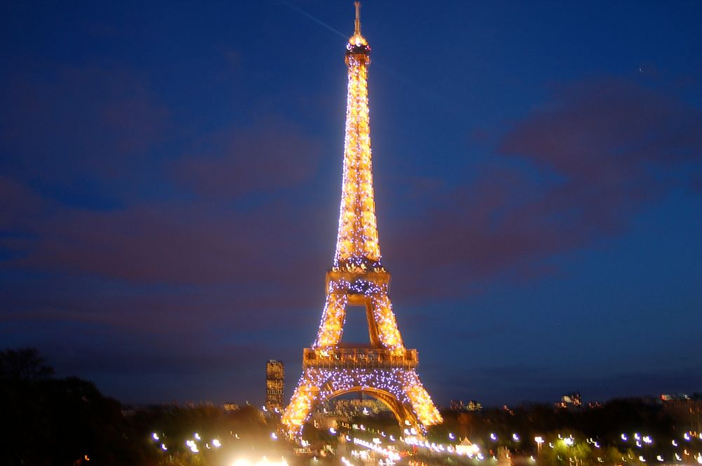 eiffel-tower-night-lights-2